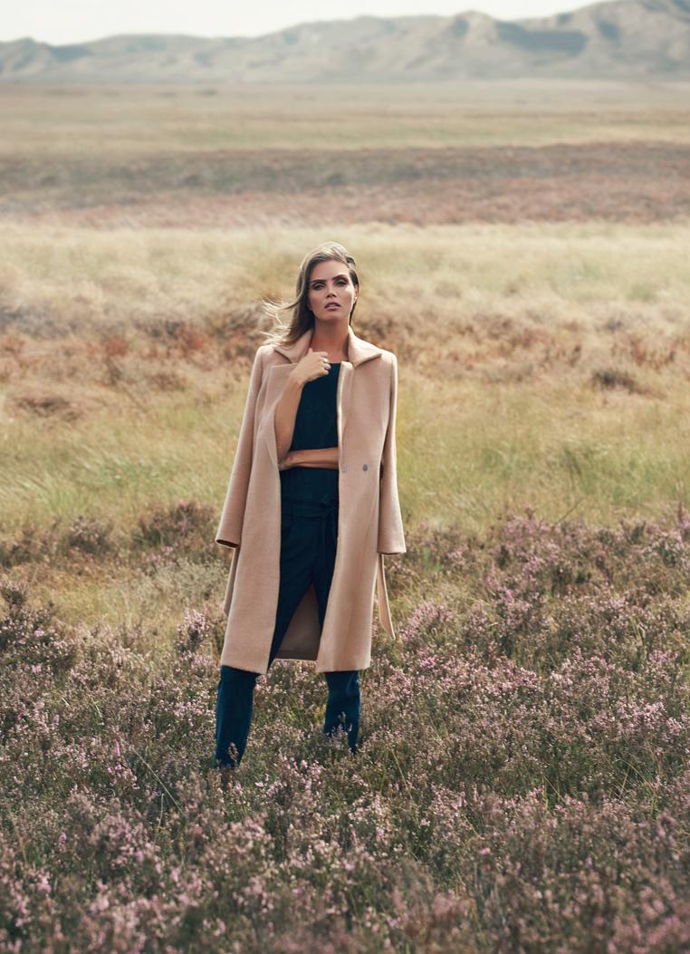 Kim Feenstra - Conbrach Beige in veld